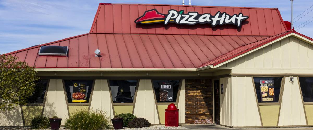 Kokomo - Circa October 2016: Pizza Hut Fast Casual Restaurant. Pizza Hut is a subsidiary of YUM! Brands I