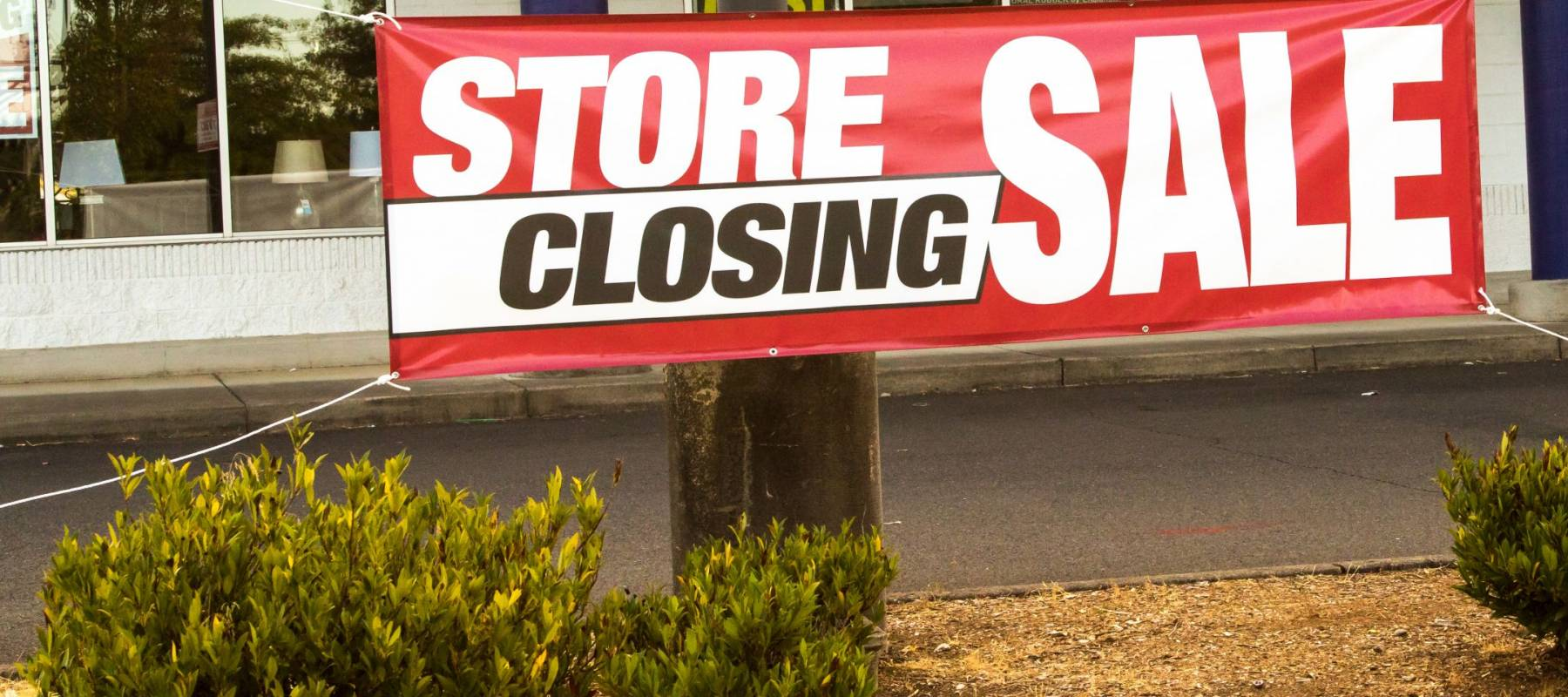 Salem, Oregon - August 23, 2017:  Sign, store closing, going out of business, big sale